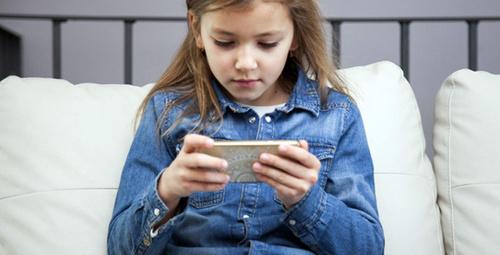 2 saatten fazla internette oynayan çocuk risk altında!