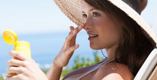 Güneş lekeleri için pratik bir şekilde önlem alın!