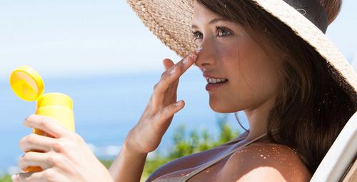 Plaj makyajıyla tüm dikkatleri üzerinizde toplamaya ne dersiniz?