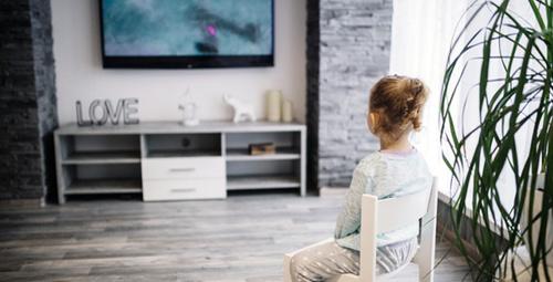 Bebekler reklam izlemeye bayılıyor ama tehlike büyük!