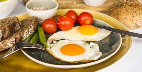 Mükemmel kızarmış yumurta için iki basit sır!