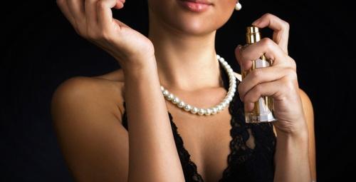 Kulağınızın arka kısmına parfüm sıkarsanız...