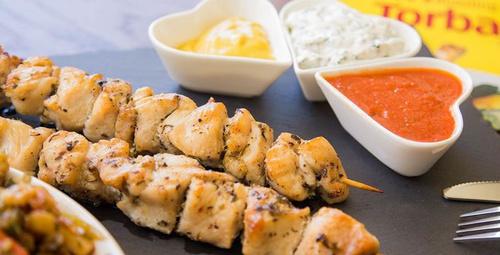 Akşam sofralarınızı tavuk şişle şenlendirin!