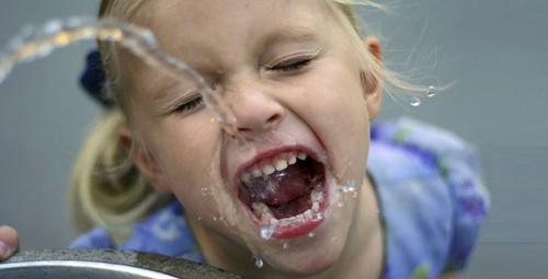 Çocuklar günde ne kadar su tüketmeli?