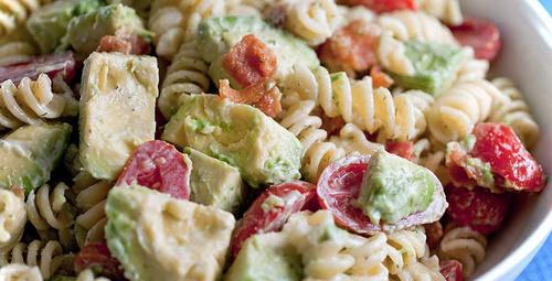 3 lezzet bir arada! Tavuklu makarna salatası tarifi