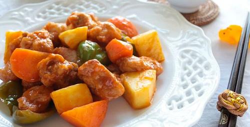 Adı gibi kendi de karışık: Tatlı ekşi soslu tavuk
