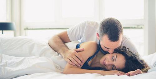Erkekleri yatakta mutlu etmenin 5 garantili yolu!