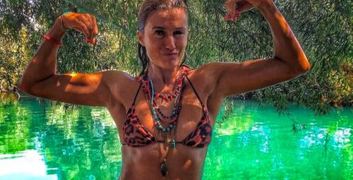 Tuğba Özay bikinili fotoğraf paylaştı göğüsleri olay oldu!