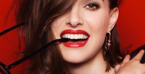 Dişlerinizi kırmızı rujla beyazlatabilirsiniz!