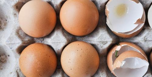 Yumurta kabuğunu saçlarınıza sürerseniz...