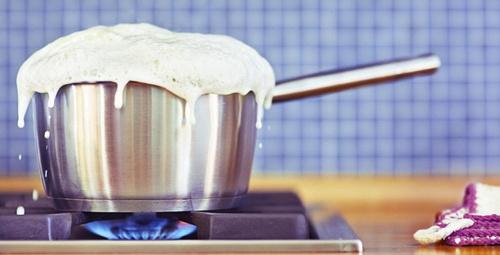 Sütü kaynatırken taşmasını istemiyorsanız...