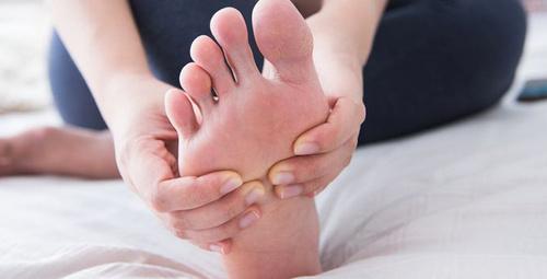 Tüm gün havasız kalan ayaklar bulaşıcı hastalık taşıyor!