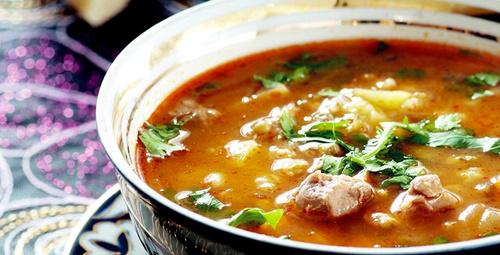 Hem etli hem bol sebzeli: Özbek Çorbası