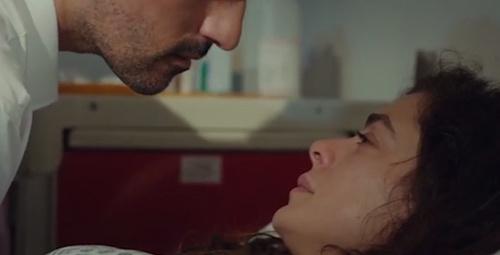 Arif Bahar'ı öpmek isteyince...
