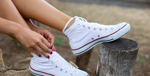 Beyaz ayakkabı lekelerinden bu yöntemle kurtulun!
