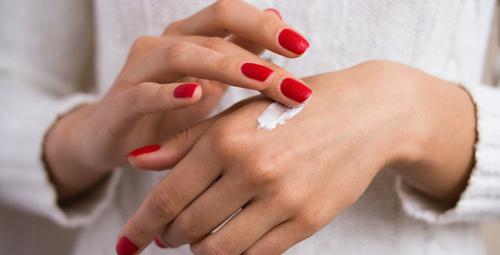 Yaşınızı ele veren kırışık ellerden peeling ile kurtulun!