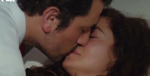Kadın'a damga vuran öpüşme sahnesi
