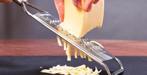 Meğer kaşar peyniri hep yanlış rendeliyormuşuz!