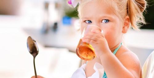 Üstün zekalı çocuk içtiği meyve suyundan belli oluyor!