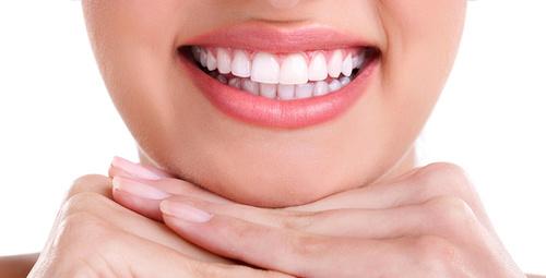 Sararmış dişleri bembeyaz yapmanın formülü!