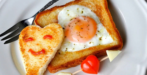Acele kahvaltının en güzel hali: Ekmek içinde yumurta tarifi