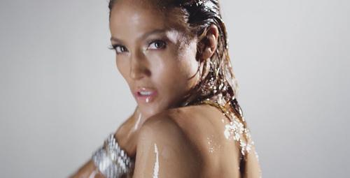 Jennifer Lopez'in yarı çıplak kapak pozu Instagram'ı salladı