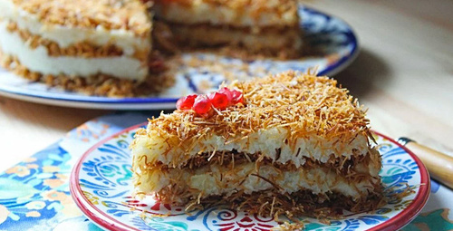 Bu lezzete doyulmaz: Kadayıflı irmik pastası