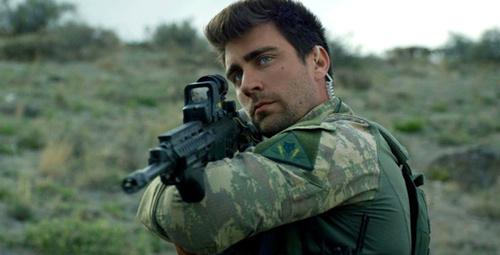 Dağ fiminin yakışıklı oyuncusu, sevgilisiyle İstanbul'u terk etti