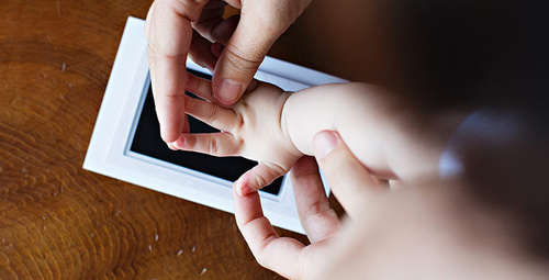 Bebeklerde el ve ayak izi baskısı nasıl çıkarılır?
