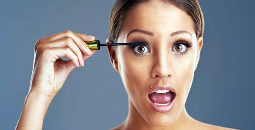 Makyaj yaparken gözlerinize aşırı rimel sürüyorsanız...