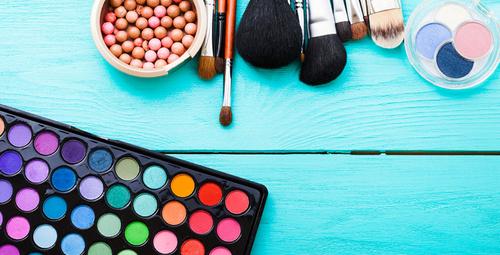 İşte makyaj malzemelerinizi temizlemenin en kolay yolu!