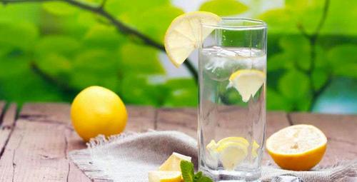 Her sabah aç karnına limonlu su için! Faydası inanılmaz!