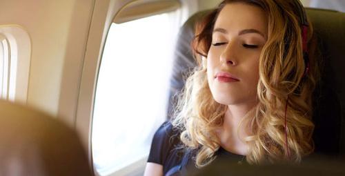 Uçak seyahatinde kulak basıncıyla baş edebilmek için...