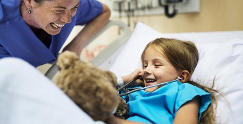 Çocuklarda göğüs duvarı deformitesini ameliyatla yok edin