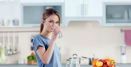 Sabah uyanır uyanmaz su içmeniz için geçerli 7 neden!