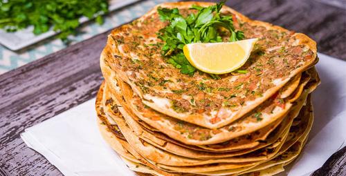Türk mutfağının enfes lezzeti: Ev yapımı lahmacun