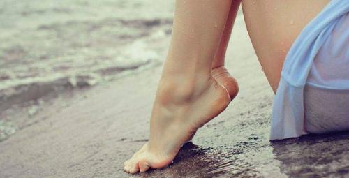 Şimdi ayakları şımartma zamanı: Evde ayak detoksu yapın!