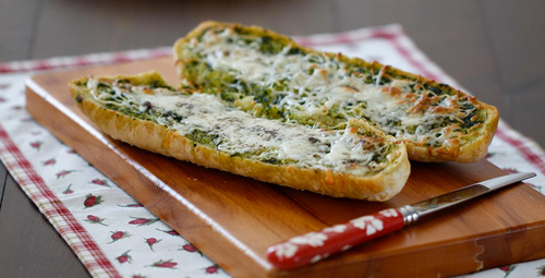 Kahvaltı sofralarına yakışır: Sarımsaklı ekmek