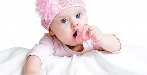 Bebeğinizin emzik bağımlısı olmasını istemiyorsanız..