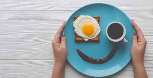 Pazar kahvaltınızı neşelendirecek patates üstü yumurta!