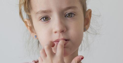 Çocuğunuz tırnak yemeye başladıysa bu rahatsızlık peşinde!