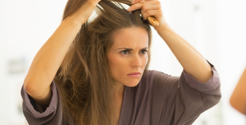 Beyaz saçı doğal yöntemlerle anında yok etmek için...
