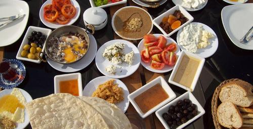 Sofralarınız renklensin: Kahvaltılık çemen tarifi