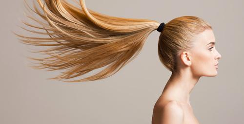 Kısa sürede saçlarınızı uzatmak için soğanın suyunu sıkıp...