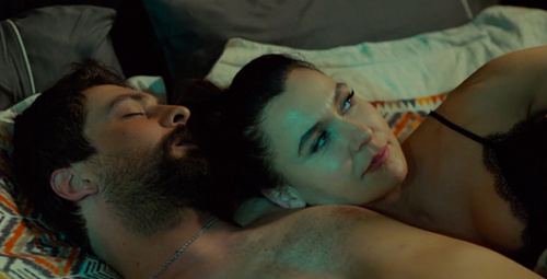 Seks oyunu ve seksi gecelik izleyenleri fena kızdırdı