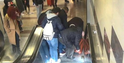 Usta oyuncu yürüyen merdivenden düşerek feci şekilde yaralandı!