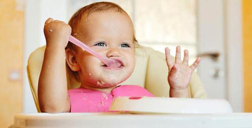 Bebek beslenmesinde BLW yöntemi nedir?