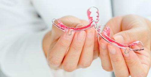 Diş teli kullanırken bu yiyeceklerden uzak durun!