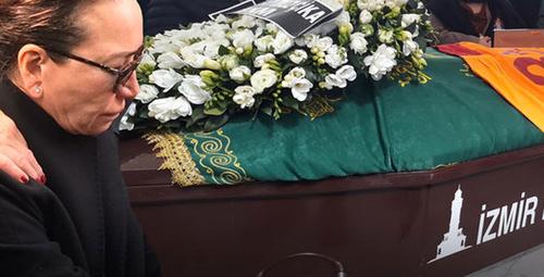 Cenazeye katılamayan ünlü isim canlı yayında hıçkırıklara boğuldu!