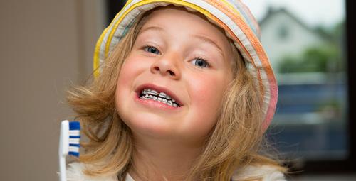 Çocuklara diş teli kaç yaşında takılmalı?